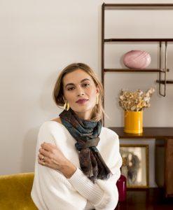 Siyah silk wool women's scarf with fringe
